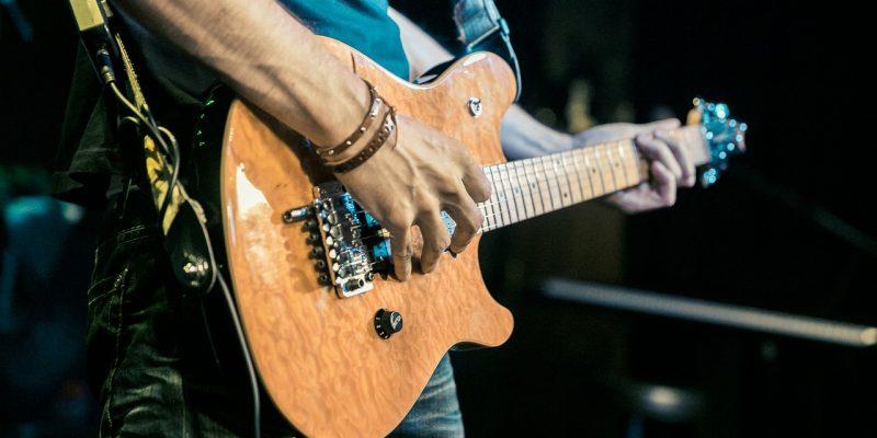 #434 (kein Titel) – Dieser Kurs bietet Anfängern und leicht fortgeschrittenen eine ideale Gelegenheit, die Welt der E-Gitarre kennenzulernen.