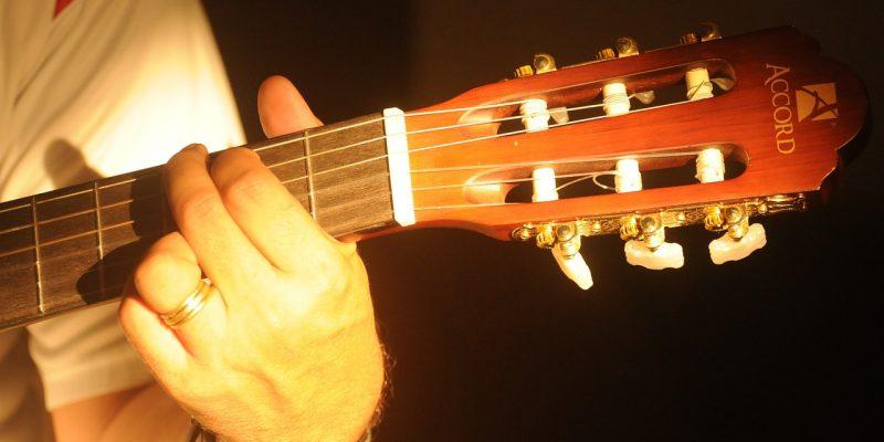 #435 (kein Titel) – Dieser Anfänger-Kurs ist für alle, die schon immer einmal Gitarre lernen oder einen Wiedereinstieg wagen wollten!